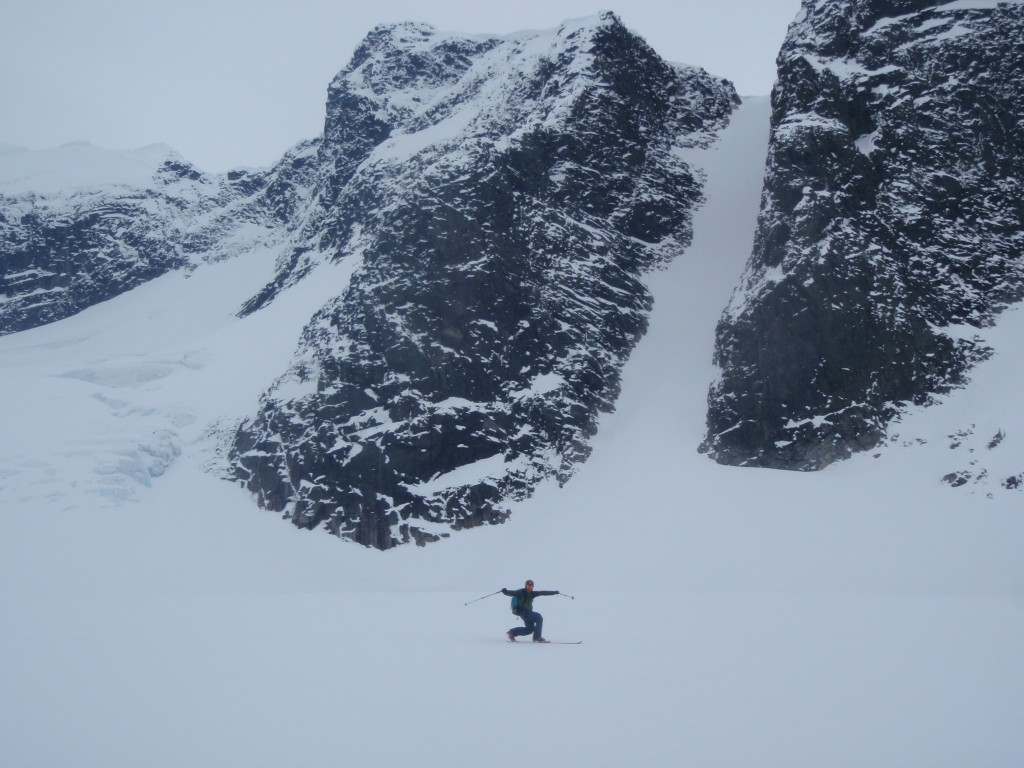 Lars on the way home.... (Austabottind couloir in background)