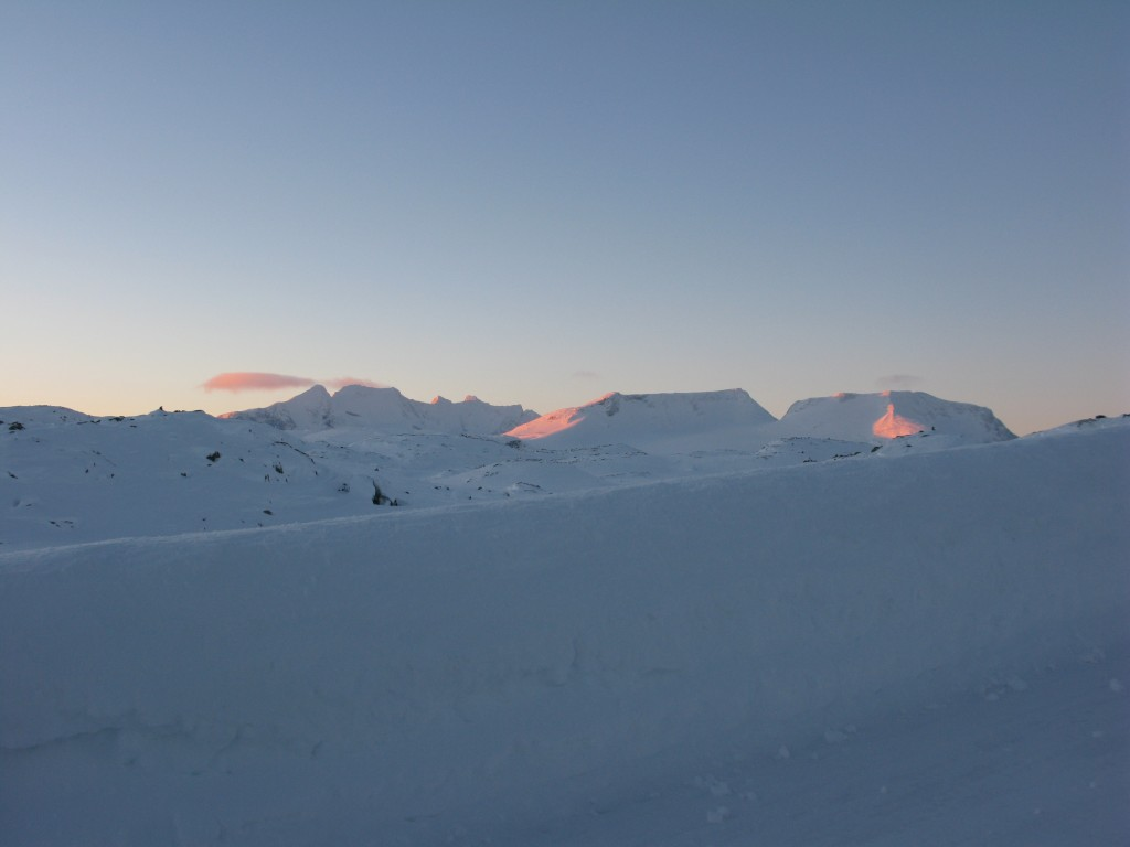 Okay, so there was one cloud in the sky. Fanaråkbreen far right.