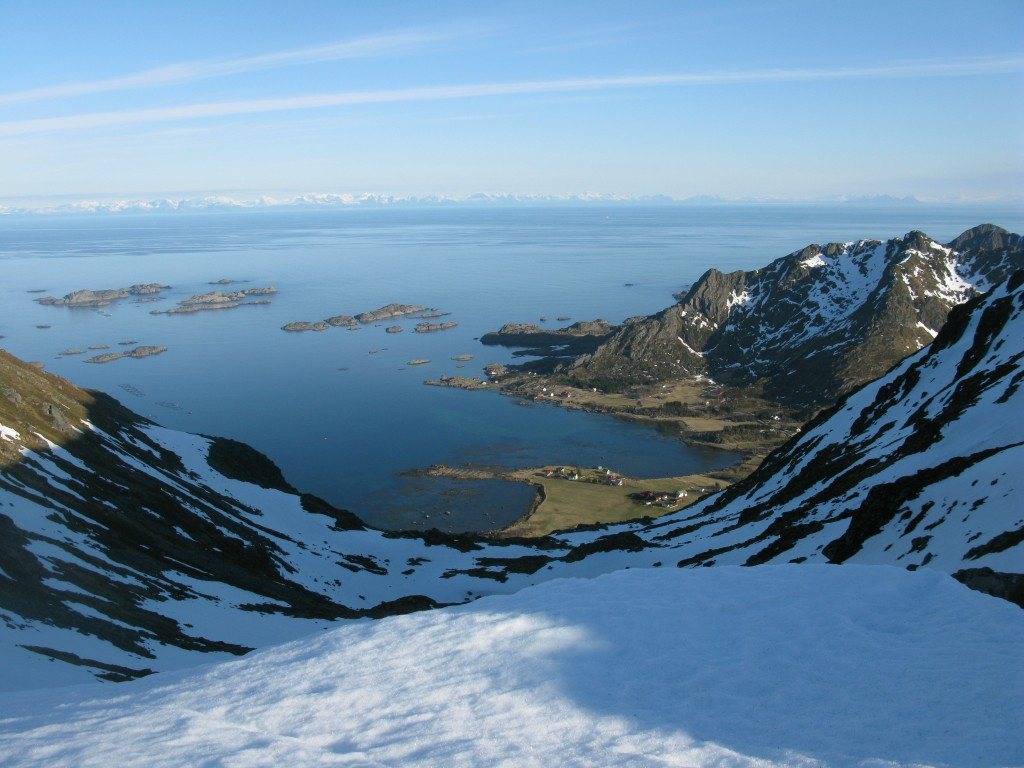 Look down to Sennesvik between Gura- and Bulitinden