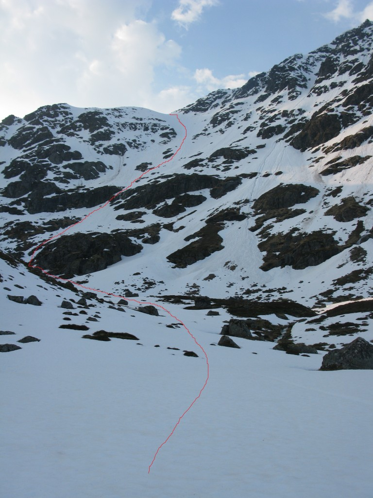 The intended climb up in red and the same ski down