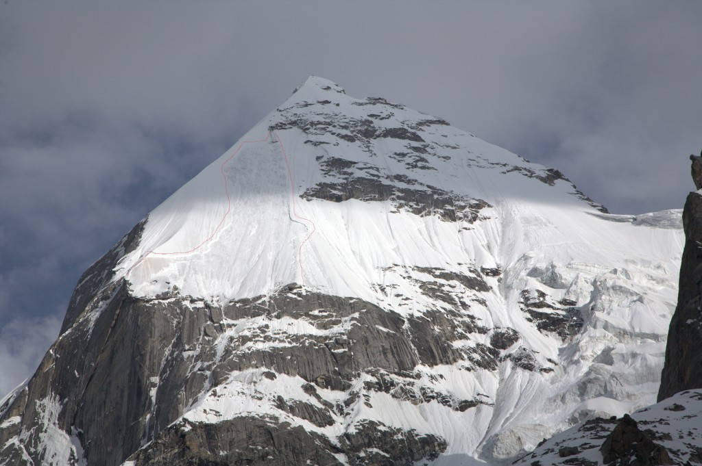 Avalanche on North West face of Laila Peak